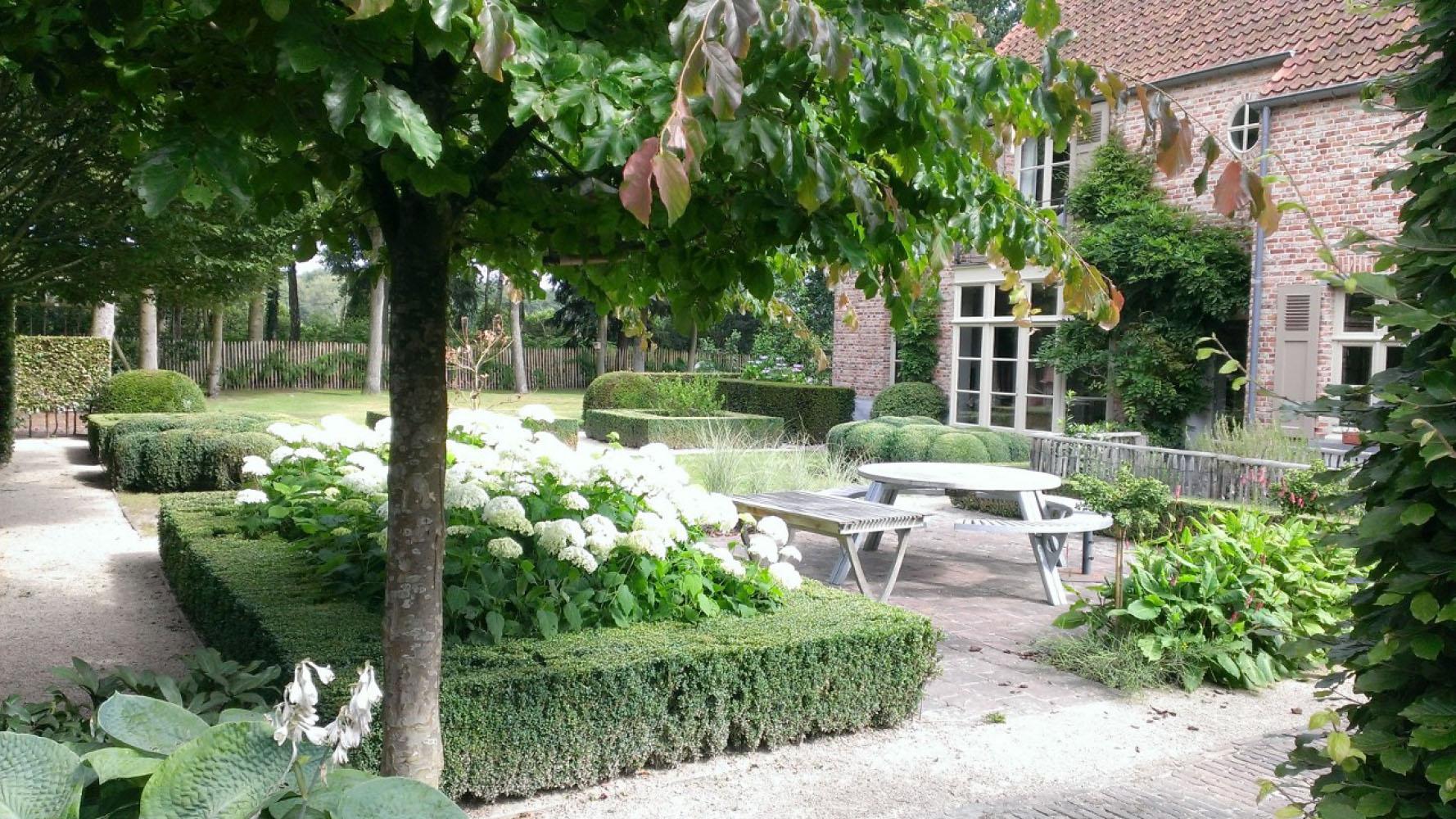 Aanleg landelijke tuinen voorbeelden landelijke tuinen for Tuinen aanleggen foto s