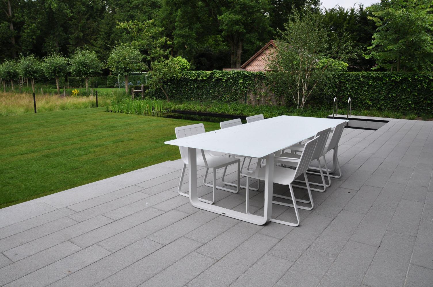 Moderne tuin laten aanleggen moderne tuinen voorbeelden for Tuinen aanleggen foto s