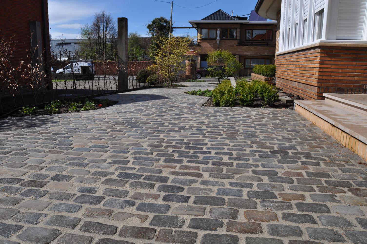 Sierbestrating aanleggen opritten aanleggen terrassen - Terras eigentijds huis ...